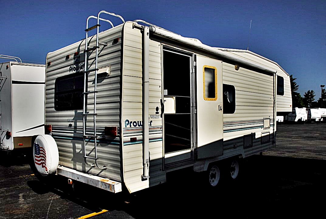 Pre Owned 1993 Fleetwood Prowler 255p Fifth Wheel