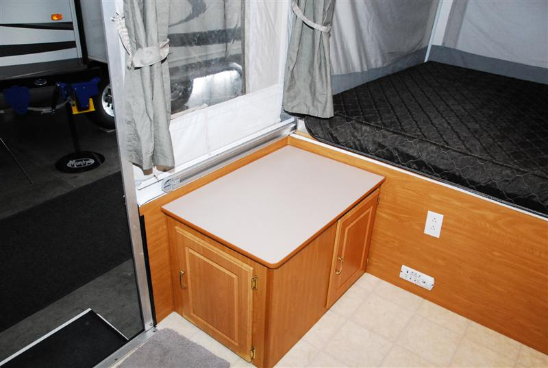 2000 Fleetwood Coleman Mesa Pop Up Trailer
